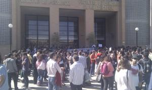 Más de 200 alumnos abandonan las cafeterías para protestar en contra de los recortes