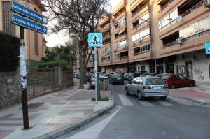 Alberto Garzón buscando aparcamiento unos años atrás.