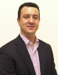 Bernardo Gómez posando para Infouma.