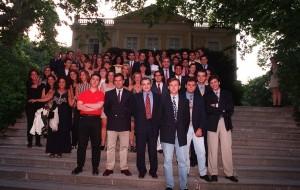 Graduación de la primera promoción. Bernardo a la derecha, camiseta roja