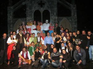 El elenco al completo (actores y músicos). Foto: web ESAD