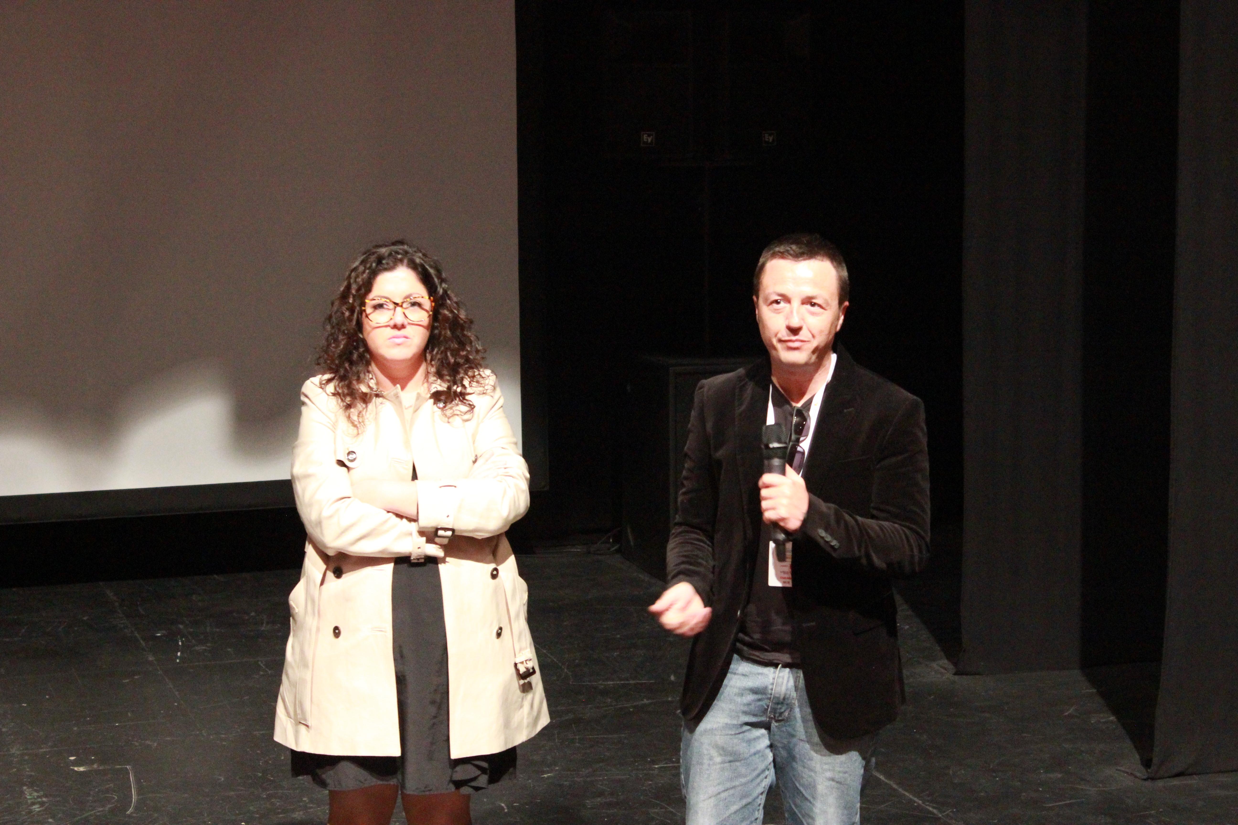 El director de @gora, en la tribuna #15M que se produjo después de la visualización del documental.