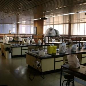 Los laboratorios de Ciencias son una puta mierda, dicen los alumnos
